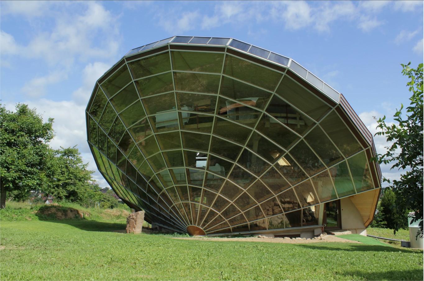 La maison solaire heliodome futuriste for Les concepteurs de la maison com