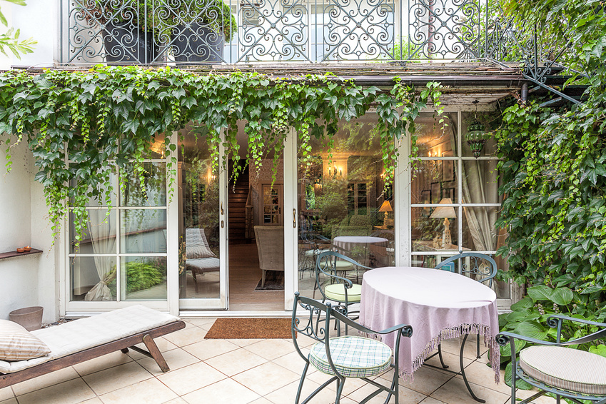 Vintage mansion - veranda